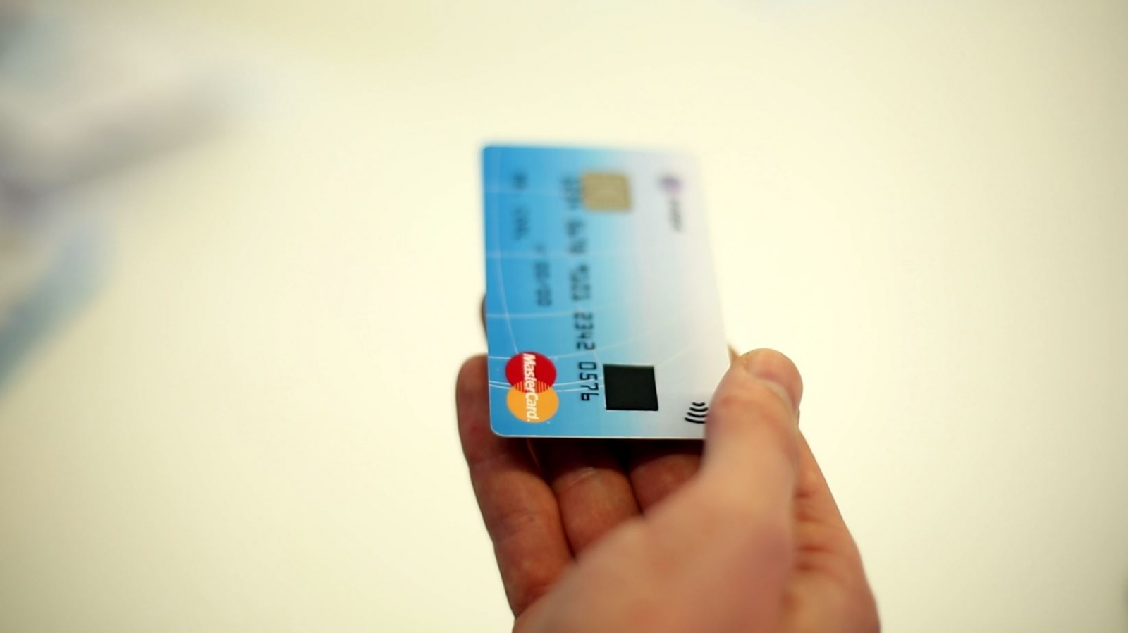 Zwipe et mastercard lancent une carte bancaire r volutionnaire geekattitude - Payer dans 3 mois par carte bancaire ...